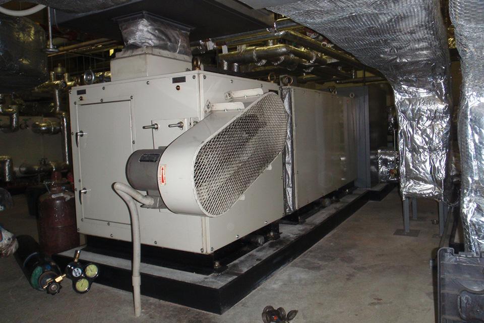 空調機コイル凍結パンク修理